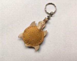 Barnás teknősbéka kulctartó